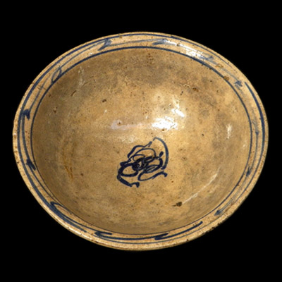 Qing bowl with cobalt blue decoration