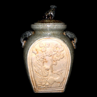Yuan Longquan ware jar with figuative lid