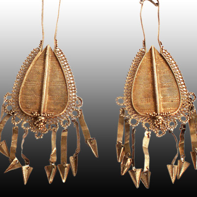 Pair of gold metal drop style Flores earings